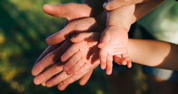 mãos juntas
